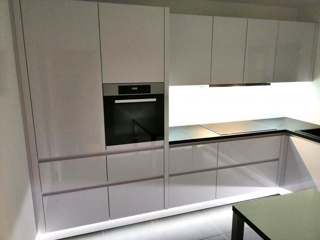 Tischlermeister Blumenstock - Aufbau hochwertige Küche - hochglanz